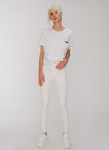 People By Fabrika Payet Detaylı Tişört Beyaz
